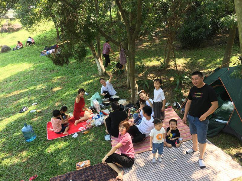 宏展组织员工家庭松山湖野炊活动
